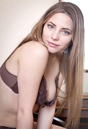 Girls Bra Porn Pictures